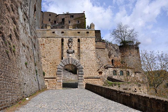 Sorano_Merli_Entrance_door