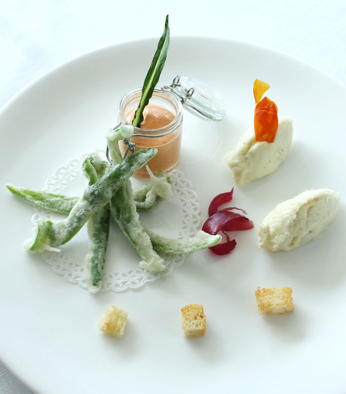 Fusion cuisine from rustic Maremma Tuscany: Tempura of friggitelli peppers with creamy codfish and pepper mayonnaise