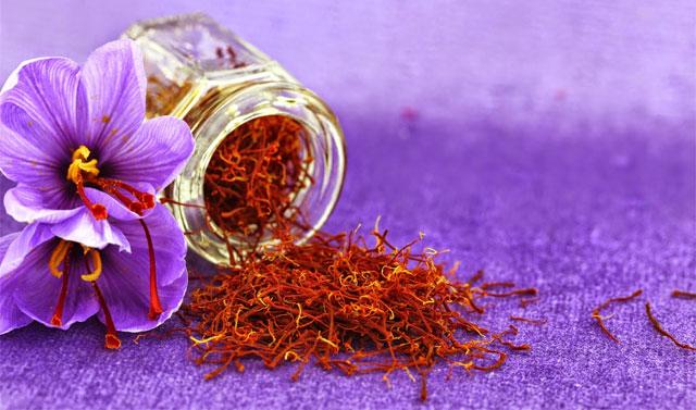 Saffron flower & stigma image from www.ilovecastiglione.com